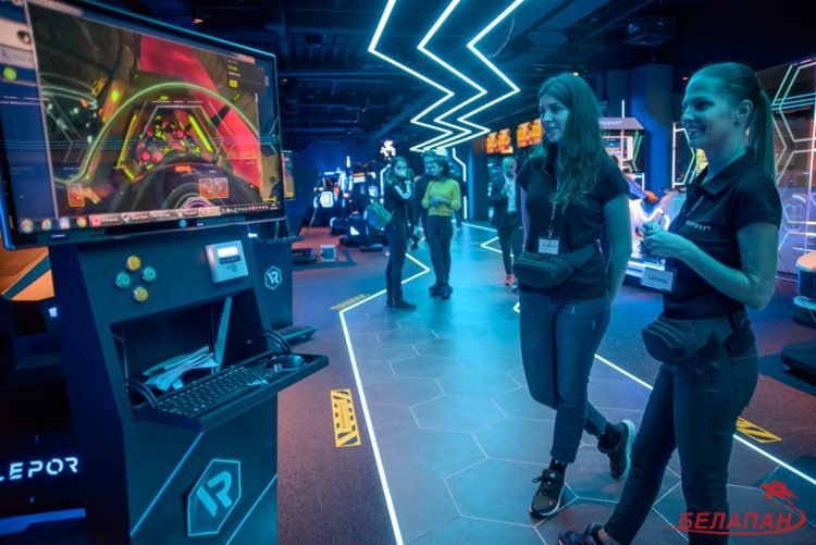 9D Virtual Reality Experience Simulator VR Theme Park in Belarus
